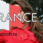 Полуголая Анфиса Чехова позирует в платье с экстремальным вырезом на спине